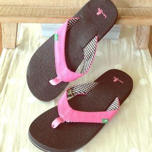 SANUK Pink and Black Flip Flops
